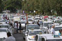 La В«guerra del taxiВ» enfrenta a Fomento con Competencia