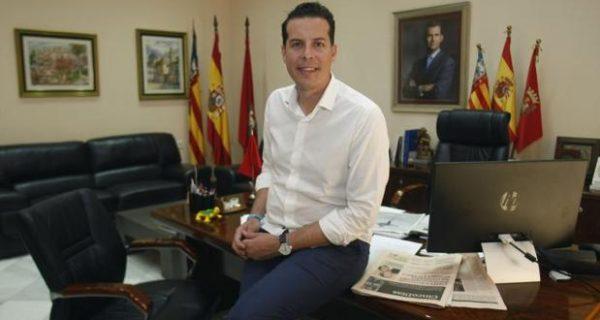 El alcalde socialista de Elda ficha como asesora a una exdirigente de Ciudadanos en San Juan