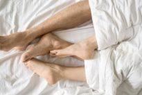 ¿Tener sexo o dormir? Un dilema programado en los genes