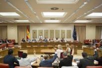 La oposición impone su agenda y Podemos azuza a otra moción