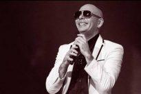 Pitbull presta su avión privado para trasladar a las víctimas del huracán María