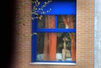 Las mafias esconden la prostitución en cientos de pisos para eludir a la Policía