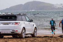 El Range Rover Sport P400e por tierra y por mar