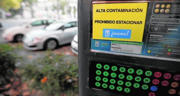 Dónde se podrá aparcar el coche hoy ante las restricciones del protocolo anticontaminación