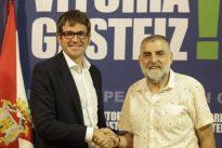 El Ayuntamiento de Vitoria calla ante las ayudas a los proetarras