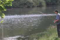 Las empresas turísticas podrán ofrecer permisos de pesca a los que pernocten