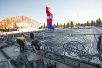 Alcalá de Henares abre una pista de hielo natural de mil metros cuadrados pese a la alerta por sequía