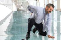 Diez hábitos que están destrozando tu espalda
