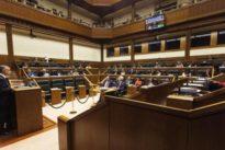 El derecho a la autodeterminación parte en dos al Parlamento vasco