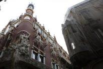 Barcelona entierra la construcción del hotel del Palau
