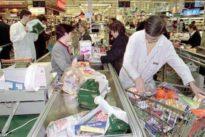 El pago por las bolsas para frescos llena el carro de la polémica en Italia
