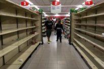 Maduro fuerza a las cadenas de supermercados a bajar precios