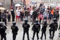 La Generalitat pide a los catalanes que pongan nota a la actuación de los Mossos y la Guardia Civil en el 1-O