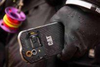 Sumergibles, resistentes al agua, polvo y golpes: así son los móviles todoterreno
