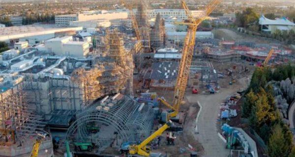 Así construye Disney el enorme parque Star Wars, grabado con drones