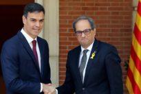 El Gobierno le tiende la mano a Torra y este responde hablando de Puigdemont, independencia y presos