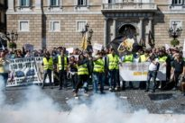 Los taxistas de Barcelona convocan 48 horas de huelga para defender la regulación de las VTC