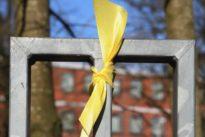 Catorce personas se podrán enfrentar a multas de hasta 30.000 euros por retirar lazos amarillos