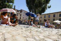 Protesta playera para recuperar el estado original de la Plaza del Grano de León