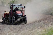 Un menor de 10 años fallece al caer de la cabina de un tractor en Lérida