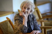 Ida Vitale: «Anoto versos y cosas sueltas, pero la vida se me ha parado de manos»