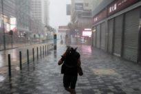 El tifón Mangkhut se ensaña con Hong Kong tras dejar un rastro de destrucción y muerte en Filipinas