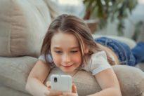 El 64% de los padres cree que sus hijos no deberían acceder a redes sociales hasta cumplir los 14 años