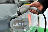 El Gobierno destinará 200 millones del «impuestazo» al diésel a impulsar la compra de eléctricos e híbridos