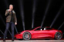 Elon Musk comprará 17,3 millones de euros en acciones de Tesla