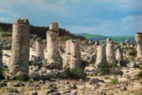 El misterio de las 350 «piedras clavadas» en la costa del Mar Negro