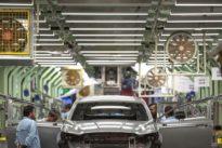 Los fabricantes vaticinan la pérdida de miles de empleos si prospera el veto del Gobierno a los coches de combustión