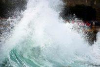 La ciclogénesis aniquila el mobiliario en Tenerife: 65 viviendas evacuadas por el fortísimo oleaje