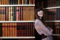 Kate Morton: «Las redes sociales nos obligan a reconstruir nuestra identidad constantemente»