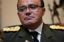 El militar de mayor rango diplomático de Venezuela reconoce a Guaidó
