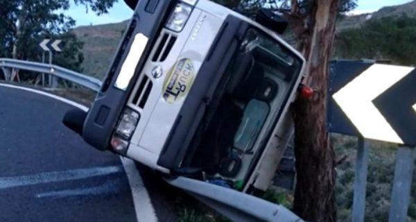 Vídeo: Así se captó el grave accidente de un vehículo industrial en Canarias