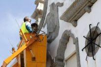 El escudo franquista del IES Ollos Grandes volverá a ver la luz por supuestas irregularidades en la obra