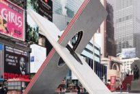 El amor tiene forma de X en Times Square