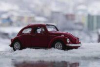 Patinazos, «aquaplaning», sobreviraje y subviraje: Cómo escapar de las trampas invernales