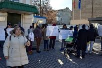 Exteriores empieza a citar a las familias atrapadas en Kiev