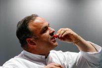 Ángel León asombra con una técnica revolucionaria para cocinar con sal