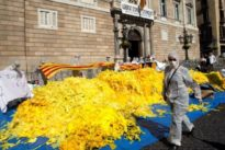 Torra confiesa que los Mossos d'Esquadra le obligaron a quitar la pancarta