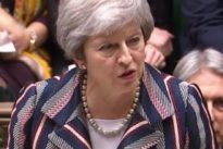May dijo a los diputados partidarios del Brexit duro que dejará el cargo si aprueban su acuerdo