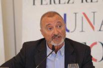 El día que Pérez-Reverte metió «la pata hasta el corvejón» y por el que pide disculpas