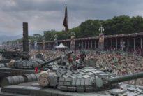 Los militares venezolanos ignoran las llamadas de EE.UU. y sostienen a Maduro
