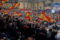 El mitin de Vox con Santiago Abascal en Alicante duplica en asistencia al de Pedro Sánchez