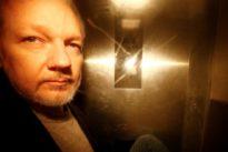 Suecia presenta una orden de detención contra Assange por violación