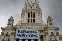 El Gobierno pide a la Iglesia que acoja a los refugiados que rechaza la izquierda