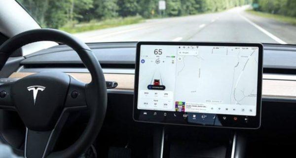 Graban una película porno en un Tesla con sistema autónomo