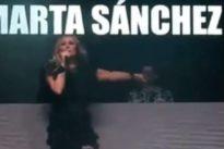 Marta Sánchez, obligada a suspender un concierto en Badalona después de que le lanzasen huevos