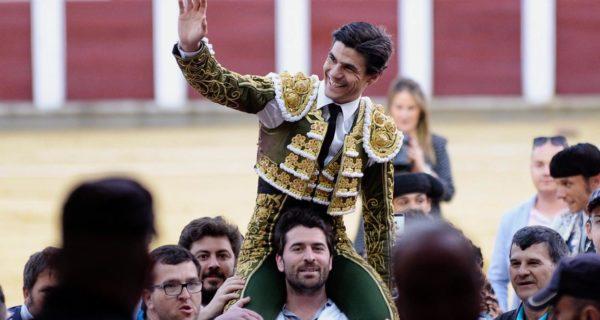 El sevillano Pablo Aguado sale a hombros en Valladolid